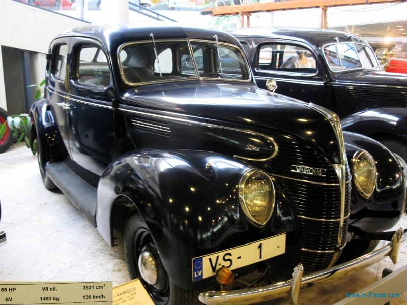 FORD-Vairogs-V8-De-Luxe-Mod-81A-1938