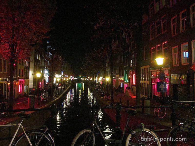 Район Красных фонарей. Вид на канал