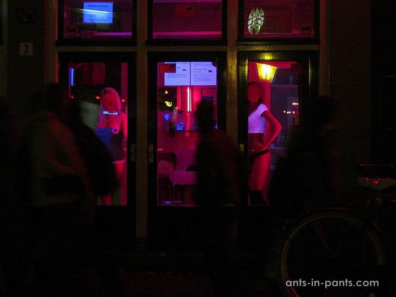 сколько стоят проститутки на улице красных фонарей в амстердаме