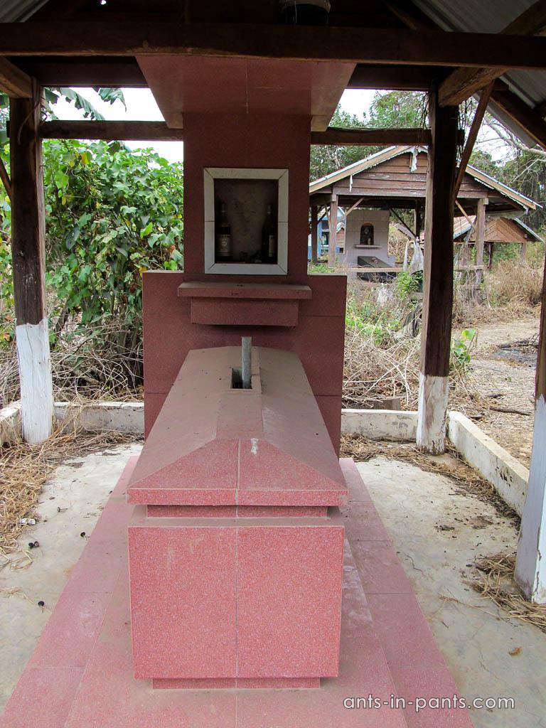elephant hunters' grave