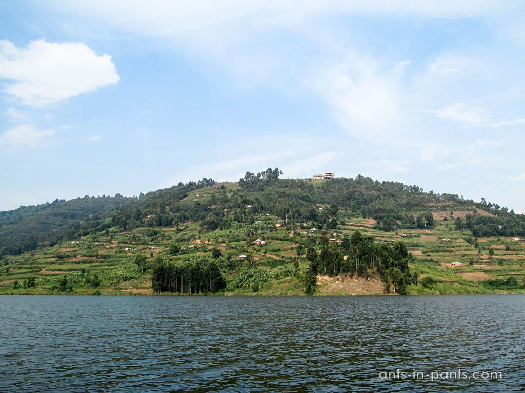 Аренда лодки на озере Буньоньи