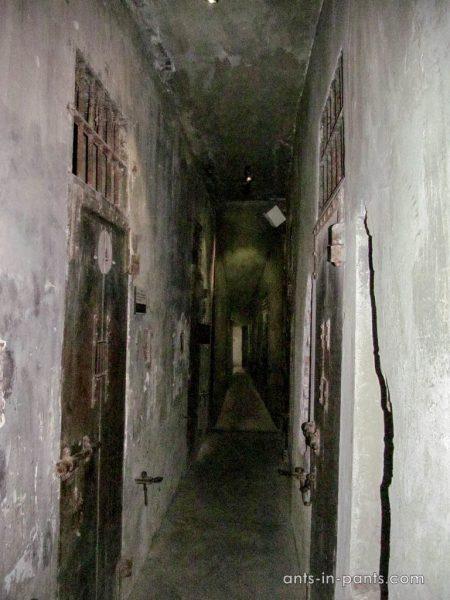 тюрьма Хоа Ло