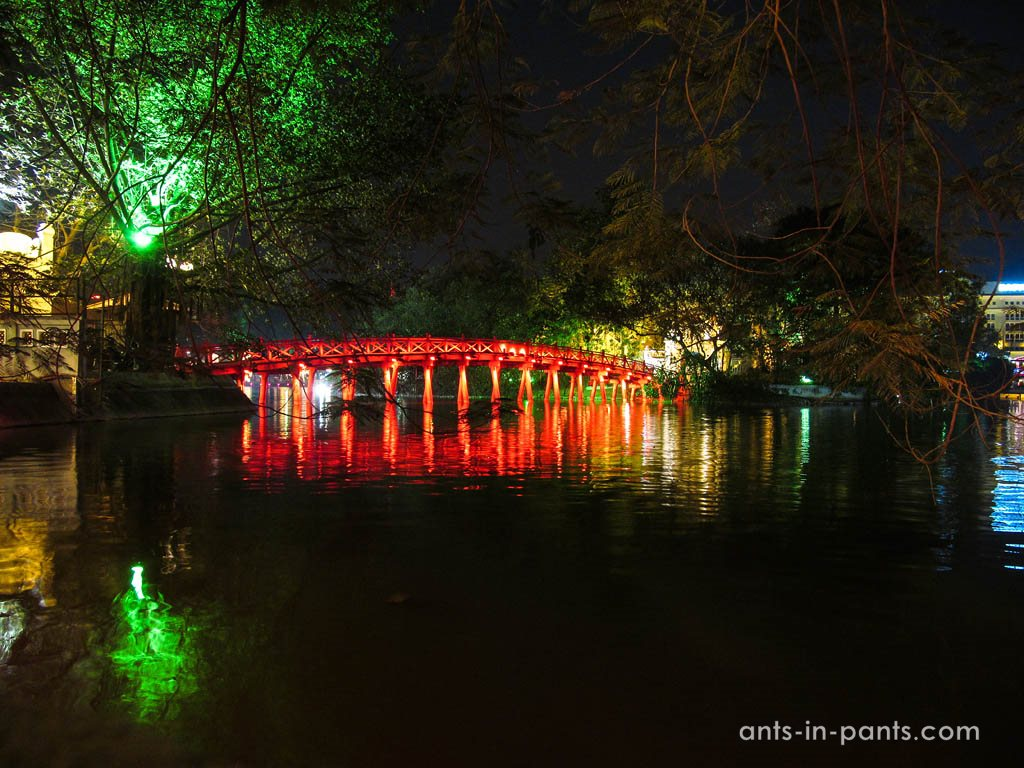 pond Hoàn Kiếm