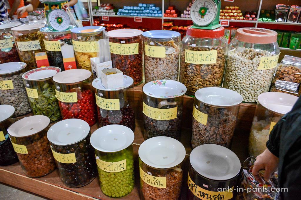 market in Ban Rak Thai