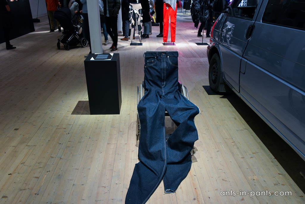джинсы для инвалидов