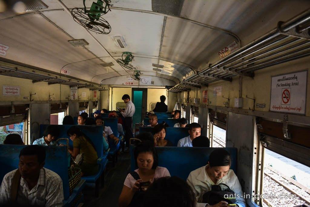 поезд Янгон